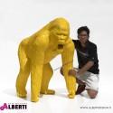 Gorilla giallo in vetro resina 80x110xH130 cm